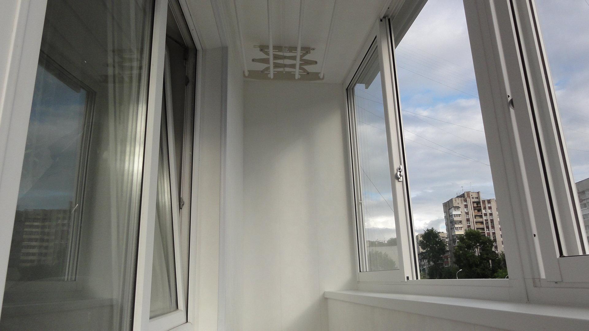 Остекление балкона слайдорс с выносом..